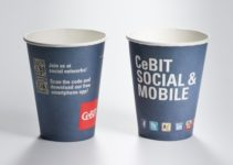 Papírový kelímek a plastový kelímek a personalizace
