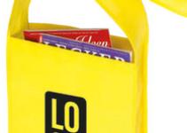 Malá nákupní taška s dlouhým a širokým popruhem
