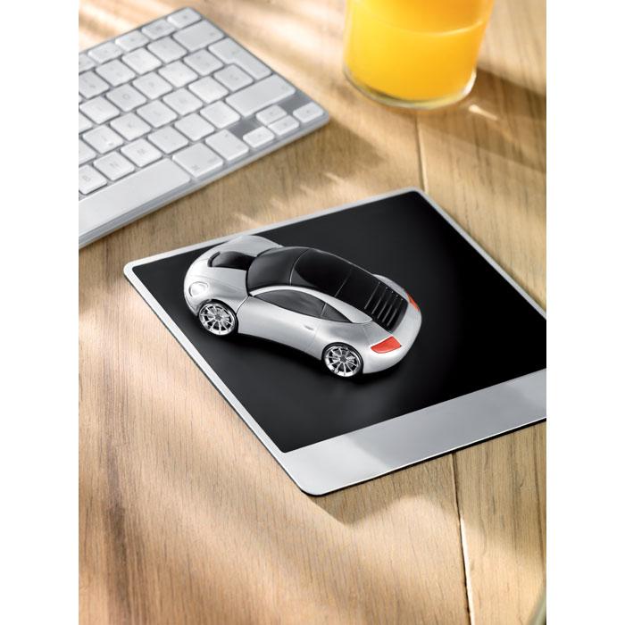 Bezdrátová myš ve tvaru auta
