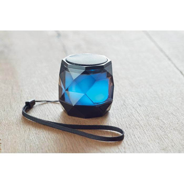 Bezdrátový reproduktor ve tvaru diamantu