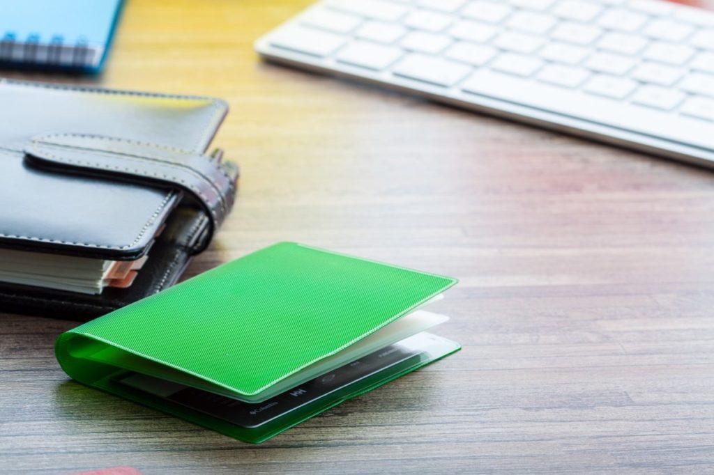 obal na kreditní karty se 6ti přihrádkami