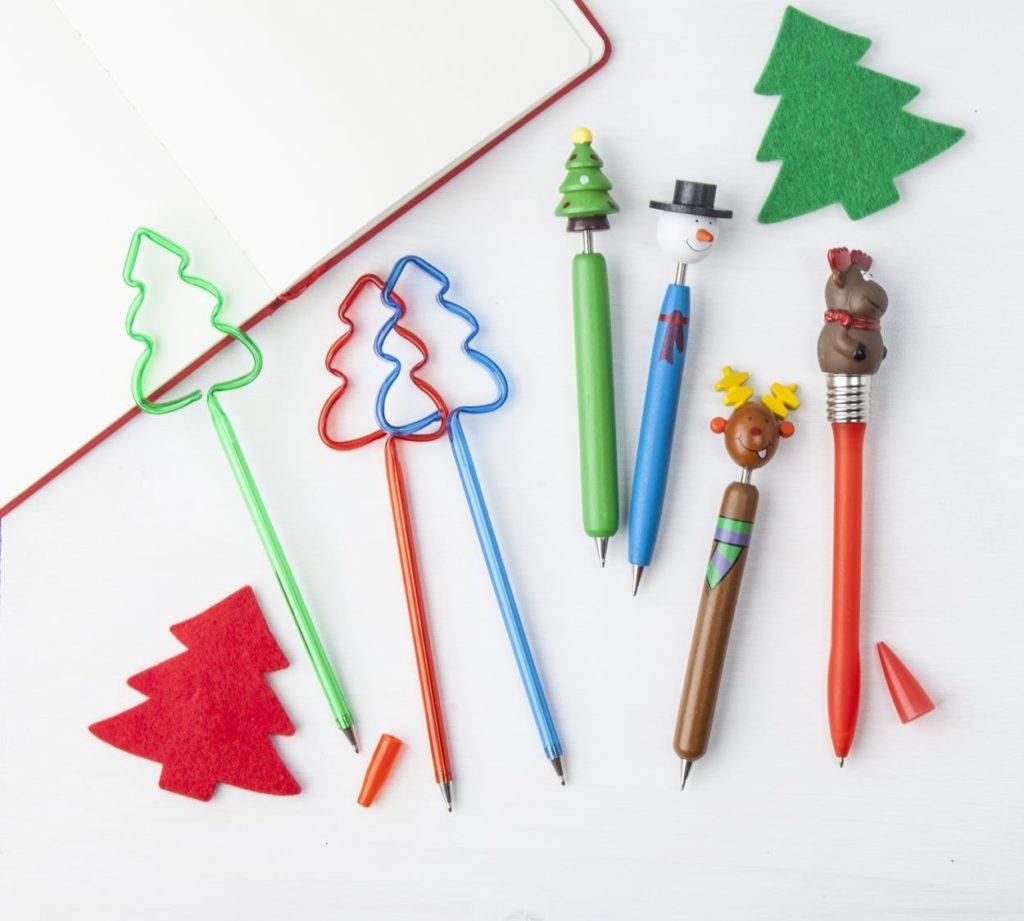 Kuličkové pero s vánoční figurkou na vršku