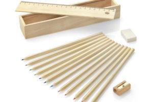 Dřevěný penál s pastelkami 12 ks