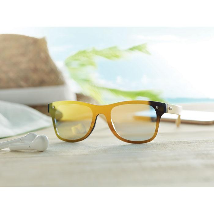Sluneční brýle s bambusovými nožičkami