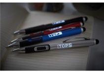 Kuličkové pero s bílým LED světlem