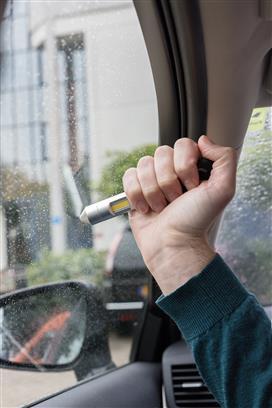 Multifunkční nástroj do auta 4v1