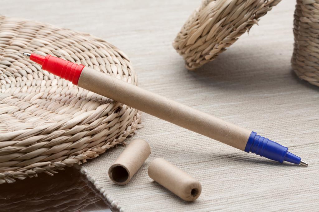 Kuličkové pero červenou a modrou náplní