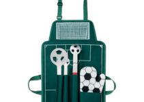 Grilovací zástěra s fotbalovým motivem, tři různé nářadí