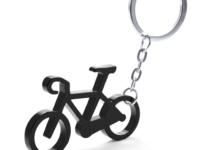 Přívěšek na klíče ve tvaru kola s otvírákem na láhve